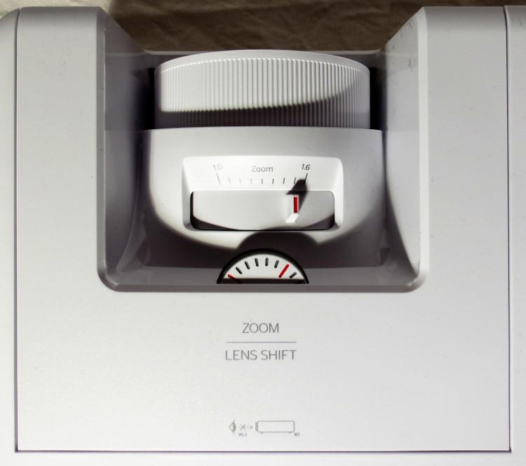 Zoom, Fokus und Lens-Shit Einstellung Optoma ZH606e
